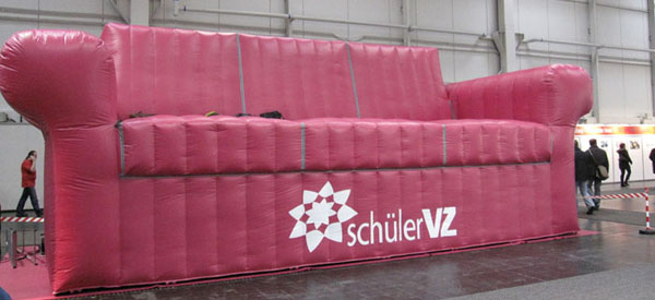 SchülerVZ-Riesensofa