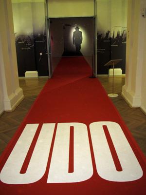 Roter Teppich zur UDO-Ausstellung
