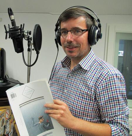 mucbook-Gründer Marco Eisenack bei der Aufnahme des Interview im Studio von Radio Feierwerk